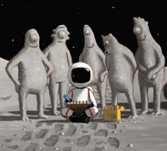 freundliche Aliens, die dem kleinen Astronauten beim Zeichnen über die Schulter schauen